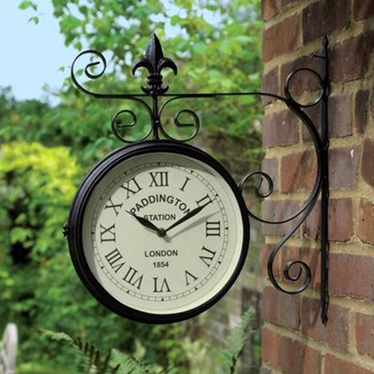 Outdoor Garden Wall Art: Garden Wall Clock
