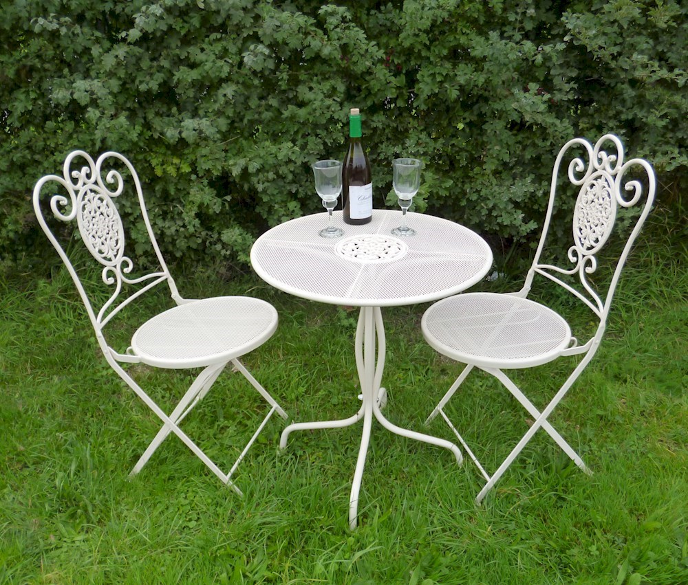 Shabby Chic Bistro Set In Cream Savvysurfcouk